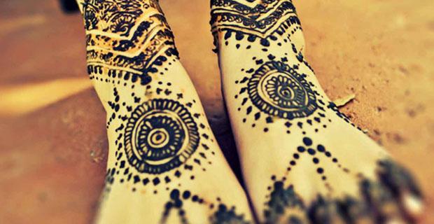 Mehndi feet by Neha Assar, the makeup,  hair and mehndi artist at the wedding. Source nehaassar.com